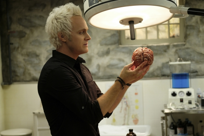 "iZombie: ""Return of the Dead Guy"" wastes time dredging up the past"